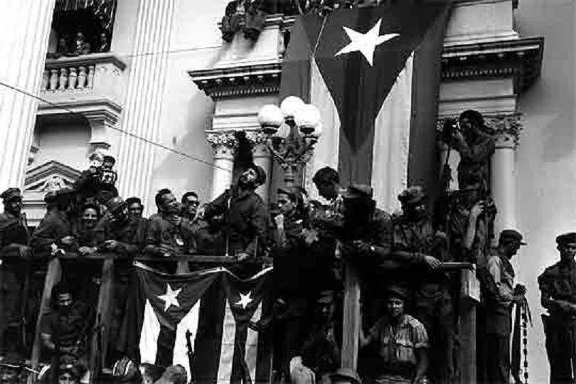 Fidel_Castro_dirige_partidarios_enero_1959-fidelvasquez