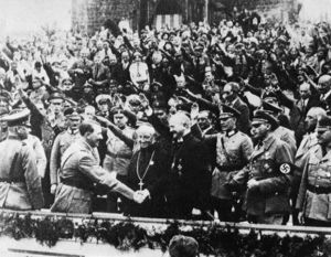 Hitler saluda a Muller -fidelvasquez