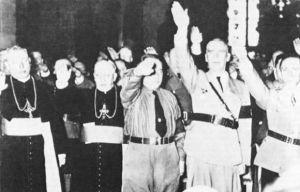 Obispos Católicos haciendo el saludo Nazi en honor a Hitler-fidelvasquez