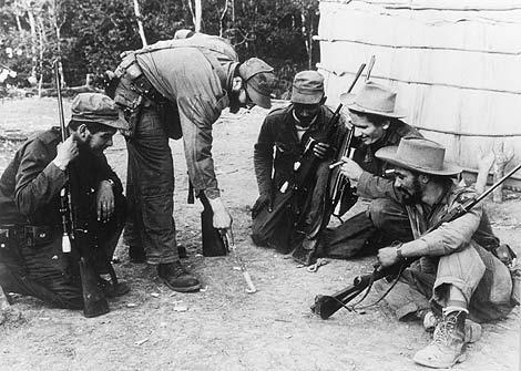 El Che, Fidel Castro, Calixto García, Ramiro Valdés y Juan Almeida, a finales de los 50-fidelvasquez