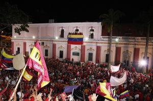 Concentración a las afueras del Palacio de Miraflores