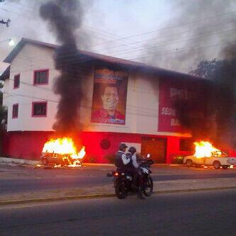 quemada casa del psuv en Barinas-Fidel Ernesto Vasquez (4)