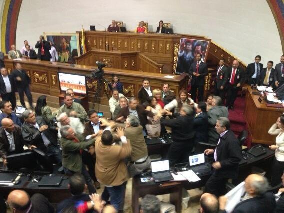 agresion de los fascistas en la asamblea nacional-Fidel Ernesto Vasquez