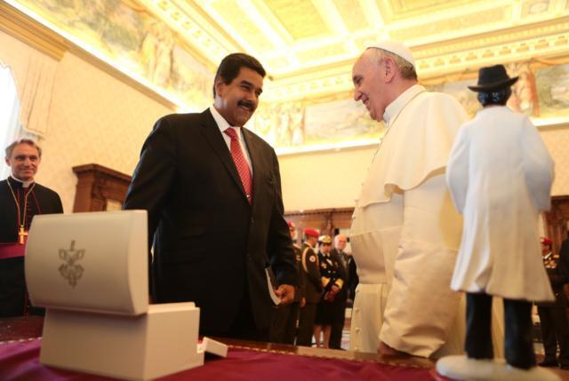Nicolas Maduro y el Papa-Fidel Ernesto Vasquez.jpg large