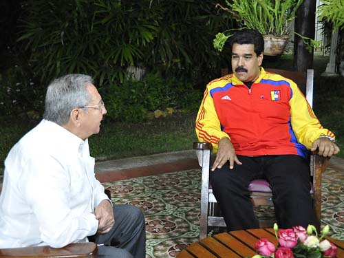 Raul Castro y Nicolas Maduro-Fidel Ernesto Vasquez
