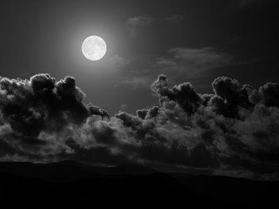 Cómo ver la luna y no recordar el 8 de Diciembre PLENA COMO LA LUNA LLENA-Fidel Ernesto Vasquez