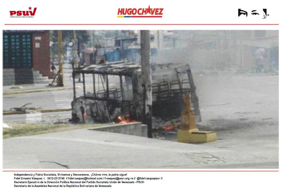 MERCENARIOS DE LA DERECHA TERRORISTA DISPARAN HIRIENDO A POLICÍAS Y CIVILES DESDE AZOTEA DE LAS RESIDENCIAS APAMATE, EN AVENIDA CARDENAL QUINTERO DE LA CIUDAD DE MÉRIDA -02